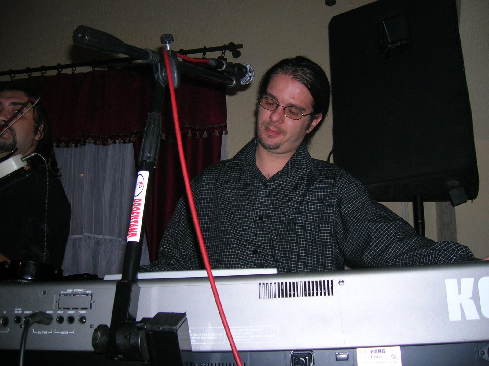 Neša za klavijaturom